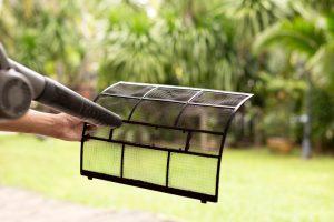 Bien nettoyer le fil du rafraîchisseur d'air